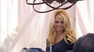 Pamela Anderson Chops Off Her Hair