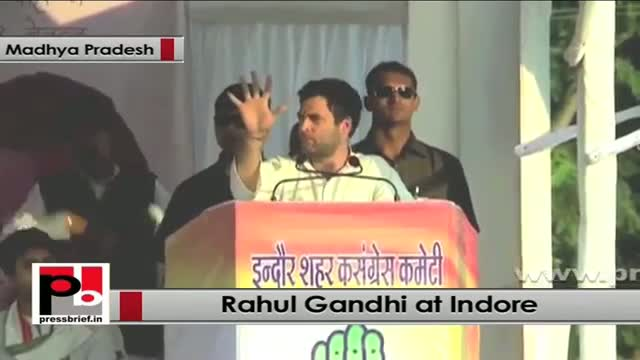 Rahul Gandhi in Indore (Madhya Pradesh) assures all help for improving infrastructure