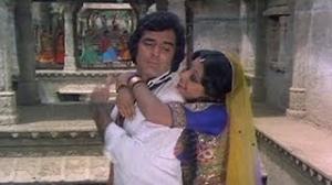 Main Rok Loongi Tujhe Aake - Superhit Asha Bhosle Song - Feroz Khan, Neetu Singh - Chunaoti (1980)