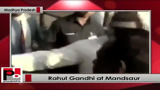 Rahul Gandhi meets people at Mandsaur (Madhya Pradesh)
