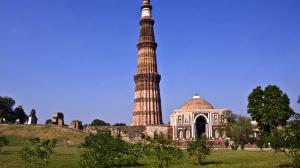 Delhi Tourist Attractions - Qutb Minar