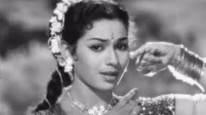 Aaja Chaye Kare Badra - Old Hindi Dance Song - Lajwanti (1958)