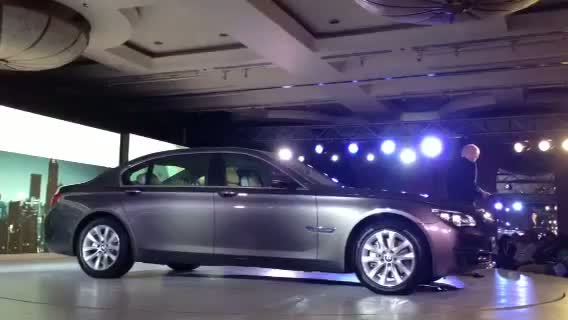 BMW India CEO presents the 2013 7-series
