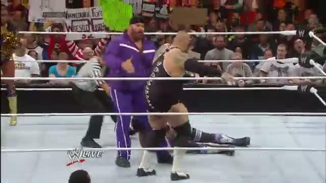 Xavier Woods vs. Brodus Clay: WWE Raw, Dec. 9, 2013