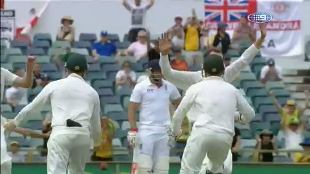 Umpire Billy Bowden Gives Graeme Swann out before Ball is Caught! - Ashes 2013 - 3rd Test Perth 2013