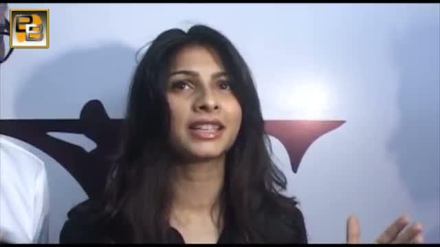 Gauhar SNUBS Tanisha on Bigg Boss 7 19th December 2013 EPIOSDE