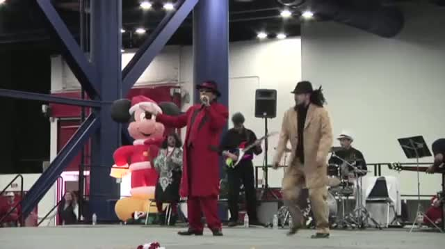 'Pancho Claus' Spreads Holiday Cheer in Houston