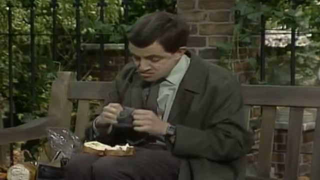Mr Bean - Washing salad the Bean way