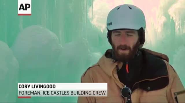 Ice Castle Dazzles New Hampshire Tourists