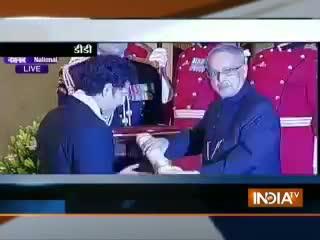 Sachin Tendulkar recieves Bharat Ratna from President
