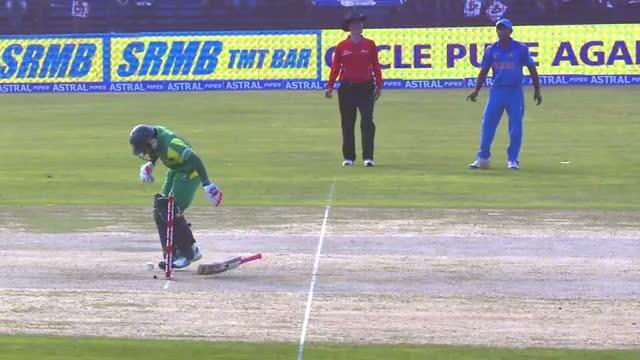 "Varun Aaron bowled ""LETHAL BEAMER"" to Mushfiqur Rahim (Asia Cup 2014 - 2nd ODI, Ban vs Ind)"