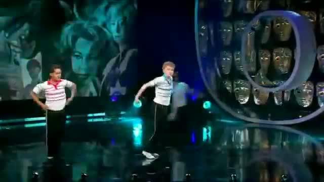 Billy Elliot The Musical - 15 Billy Elliots Performance