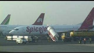 Delhi Airport Departure (Spicejet 737-800