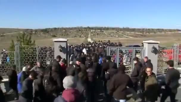 Grief and fear at Tatar funeral in Crimea Video