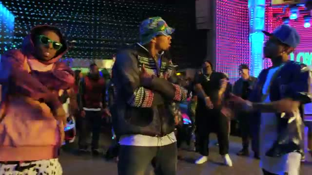 Chris Brown - Loyal ft. Lil Wayne & Tyga (Official) - Hollywood Video