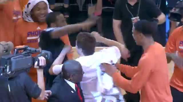 The Suns Congratulate a Fan That Hit a $77,777 Halfcourt Shot (Basketball Video)