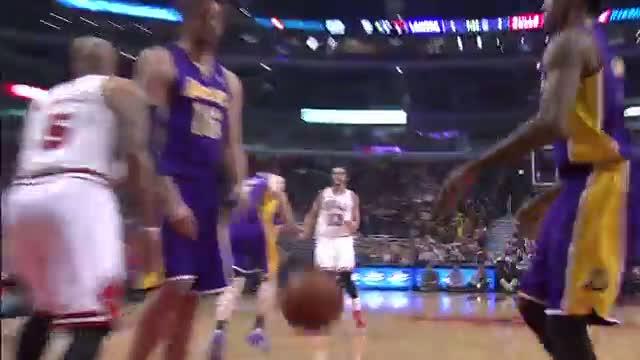 Joakim Noah Shows Off His Passing Skills (Basketball Video)