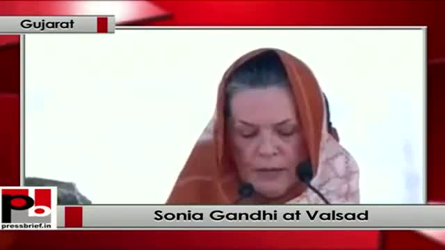 Sonia Gandhi addresses an election rally in Valsad ,Gujarat