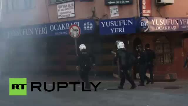 Turkey: Violence erupts at May Day rally in Istanbul