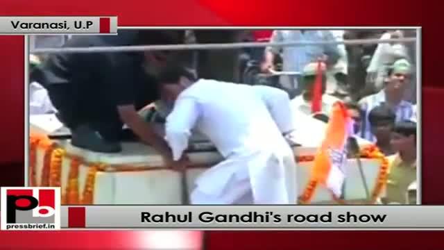Rahul Gandhi pays tribute to Pt Madan Mohan Malaviya at Varanasi