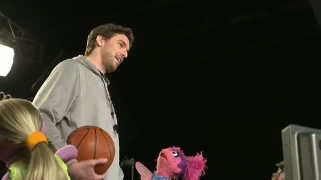 NBA: Pau Gasol Takes a Trip to Sesame Street on Inside Stuff (Basketball Video)