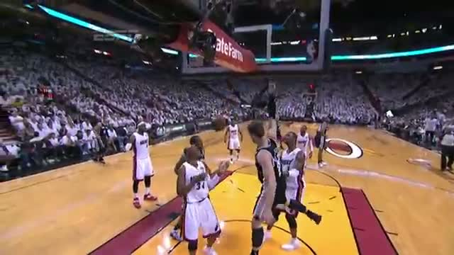 NBA: Boris Diaw's SICK No-Look Pass to Tiago Splitter (Basketball Video)