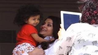 Aishwarya Rai Bachchan SPOTTED with Aaradhya Bachchan at PLAYSCHOOL