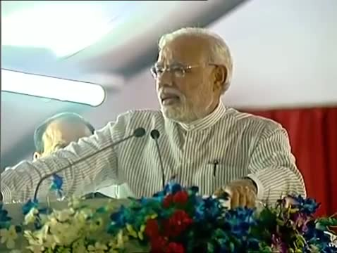 PM Narendra Modi lays foundation stone of Nagpur Metro rail