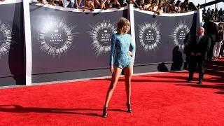 Taylor Swift and Demi Lovato Dare to Bare at VMAs