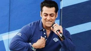 Salman Khan Sings For His Canadian Fans