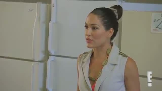Brie Bella and Daniel Bryan look for a new washing machine: WWE Total Divas Preview Clip: Sept. 28, 2014