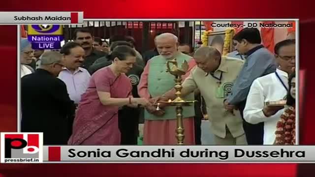 Sonia Gandhi takes part in Dussehra celebrations at Subhash Maidan