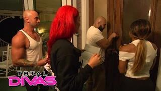 The Divas check into a scary hotel: WWE Total Divas: Oct. 19, 2014