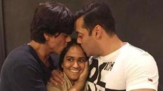 Shahrukh Khan ATTENDS Salman Khan's Sister Arpita Khan's Mehendi Ceremony