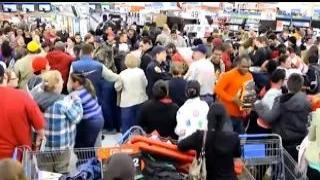 Black Friday 2014 Madness Shopping Frenzy! Crazy people Best Buy