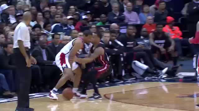 NBA: Andre Miller Fakes Pass and Sinks Nice Layup