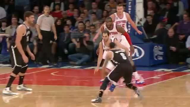 NBA: Deron Williams Dazzles Calderon with His Handles