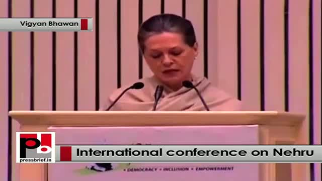 Sonia Gandhi recalls Pt Nehru's contribution in strengthening democracy and secularism
