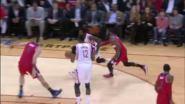 NBA: Dwight Howard Powers Home Alley-Oop Slam