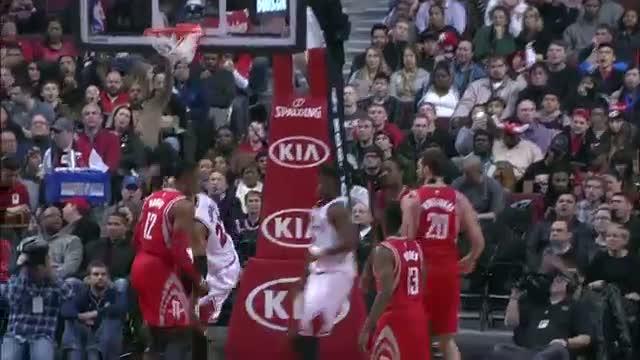 NBA: Taj Gibson Drops the One-Handed Put-back Throwdown