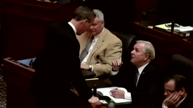 Lawmaker Sworn in Despite $ex Scandal Conviction