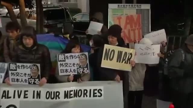 Vigil Held in Honor of Slain IS Hostage Video