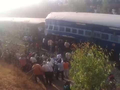 Bengaluru-Ernakulam train derails near Hosur - 1