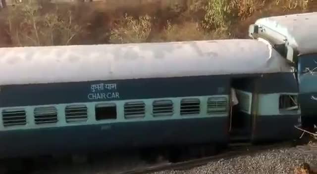 Bengaluru-Ernakulam train derails near Hosur - 2