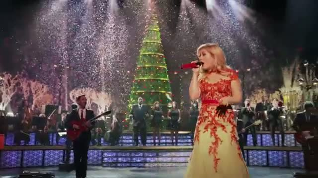 Kelly Clarkson - Underneath the Tree (Official)