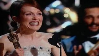 """Julianne Moore Wins The Oscar for the Best Actress Category """"Still Alice"""" Oscars 2015"""