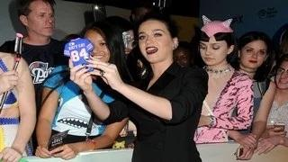 Katy Perry Gets Almost Thrown Out Of Her Own Concert For Snapping Selfies