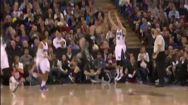 NBA: Derrick Williams Throws in Ridiculous Put-Back Dunk