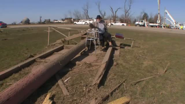 Residents Allowed Back Into Tornado-Hit Town