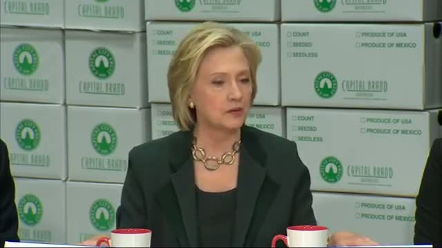 Clinton Meets With Small Business Owners in Iowa